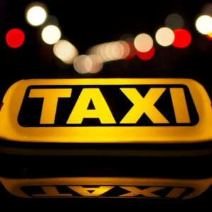 HIRE LUXURY TAXI FROM HEATHROW AIRPORT TO MAKE YOUR TRANSPORTATION HASSLE FREE